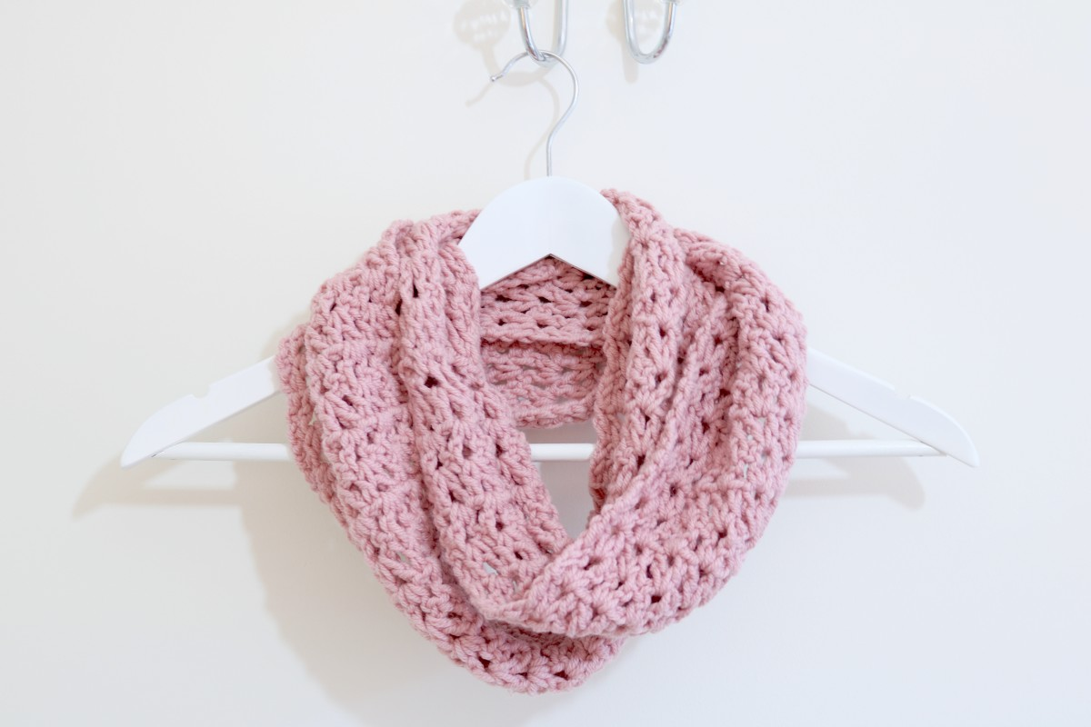 EASY Infinity scarf tutorial | Crochet - Bella Coco by Sarah-Jayne