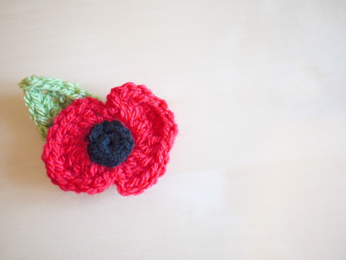 Crochet poppy and leaf pattern bella coco by sarah jayne a handmade crochet poppy bankloansurffo Image collections